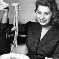 Sophia Loren - Mangia la pasta